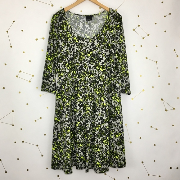 ae0d27f35f ASOS Curve Dresses   Skirts - ASOS Curve • Gray Floral Print Skater Dress